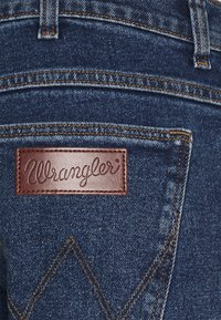 Wrangler - BRYSON - Jeansy Slim Fit - blast blue - 4
