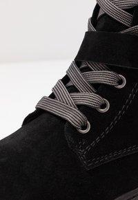 Marco Tozzi - Šněrovací kotníkové boty - black - 2