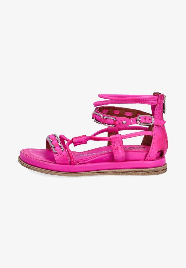 Sandały na platformie - fuchs