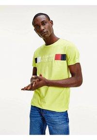 Tommy Hilfiger - Print T-shirt - yellow - 1