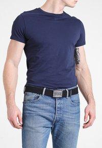 Levi's® - BATWING BELT - Belt - regular black - 1