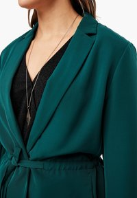Triangle - MIT BINDEGÜRTEL - Short coat - emerald - 3