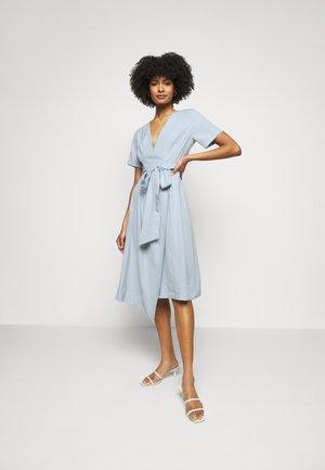 WRAP SHORT SLEEVE DRESS - Day dress - blue