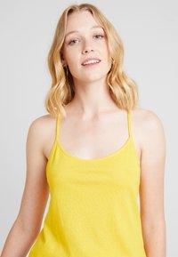 Anna Field - Top - spectra yellow - 3
