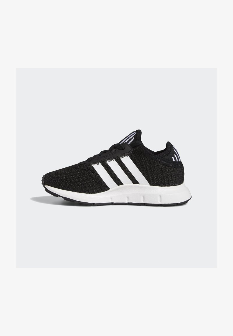 adidas Originals - SWIFT RUN X SHOES - Matalavartiset tennarit - core black/ftwr white