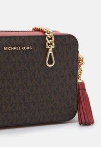 MICHAEL Michael Kors - CROSSBODIES CAMERA BAG - Across body bag - terracotta - 3