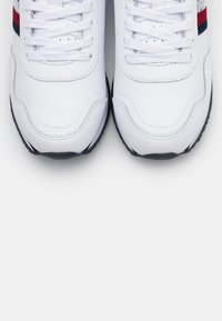 Tommy Hilfiger - RUNNER  - Trainers - white