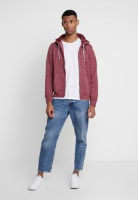 Hollister Co. - CORE ICON - Zip-up hoodie - burgundy - 1