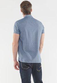 Le Temps Des Cerises - MIT ELEGANTEM ALLOVERPRINT - Shirt - blue - 2