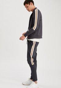 DeFacto Fit - Zip-up hoodie - indigo - 3