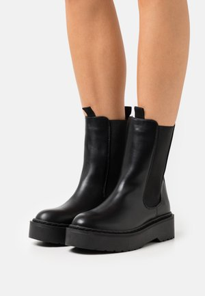 VEGAN MAX COMBAT PLATFORM MIDI GUSSET BOOT - Platform ankle boots - black smooth