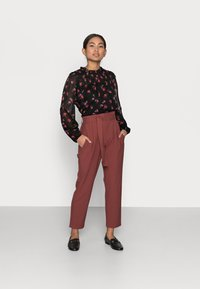 ONLY Petite - ONLHERO LIFE PANT  - Trousers - apple butter - 1