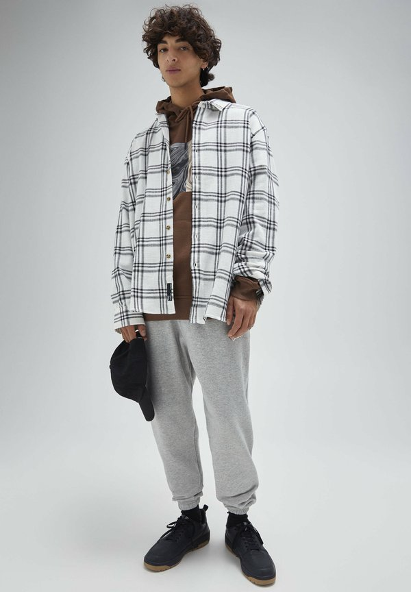 PULL&BEAR Koszula - white/biały Odzież Męska FECW