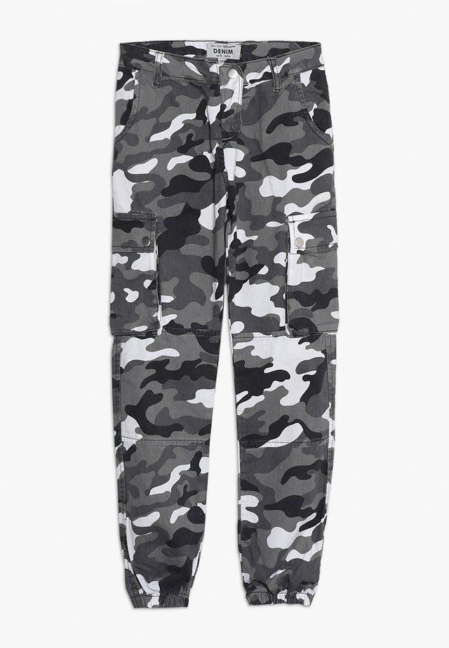CAMO PANTS - Pantalon cargo - grey