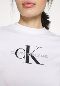 Calvin Klein Jeans - MONOGRAM MODERN STRAIGHT CROP - Print T-shirt - bright white - 4
