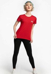 Alpha Industries - Print T-shirt - red - 1