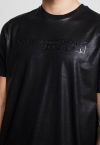 Diesel - T-JUST-J1 T-SHIRT - T-shirt imprimé - black - 4