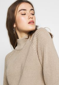 Even&Odd - CROPPED PERKIN NECK - Strickpullover - dark tan melange - 3