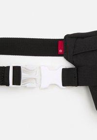 Levi's® - SMALL BANANA SLING VINTAGE MODERN LOGO UNISEX - Ledvinka - regular black - 3