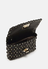 Red V - FLOWER PUZZLE WALLET ON CHAIN - Clutch - black - 2
