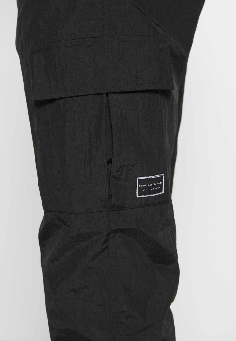 Criminal Damage UTILITY JOGGER - Cargohose - black/black denim e3o7pR