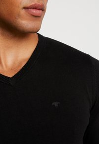 TOM TAILOR - V NECK  - Pullover - black - 5