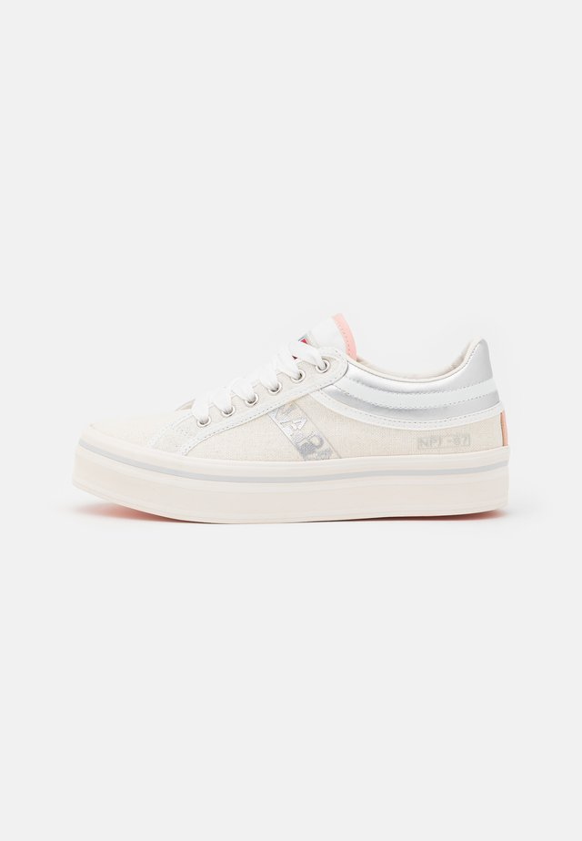 NEST - Sneakers laag - white/silver