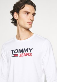 Tommy Jeans - LONGSLEEVE LOGO UNISEX - Long sleeved top - white - 3