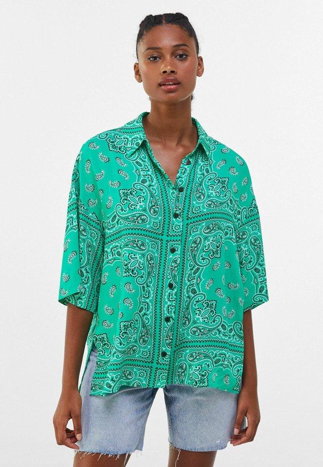 BANDANA PRINT - Košile - green