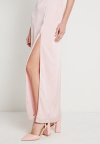 NA-KD - HIGH SLIT DRESS - Maxi šaty - dusty pink - 4