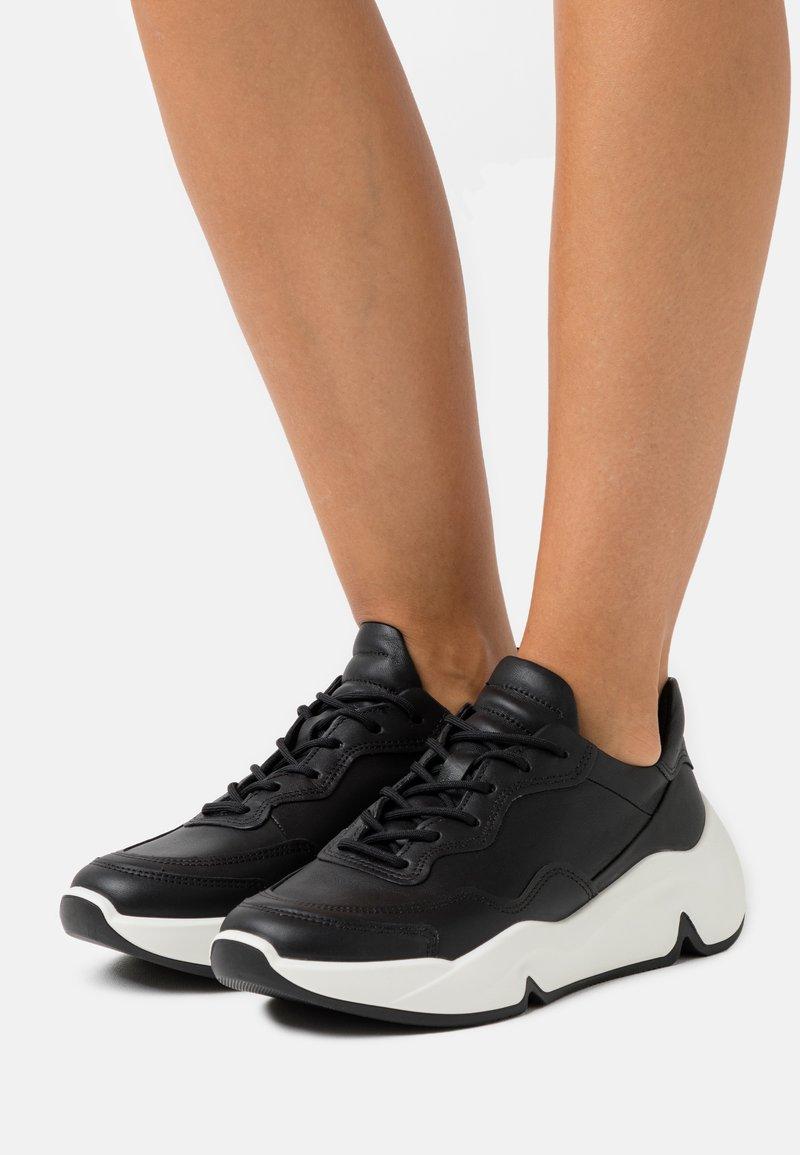 ECCO - CHUNKY  - Sneakersy niskie - black