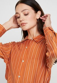 Neuw - RUSTY - Button-down blouse - cognac - 4