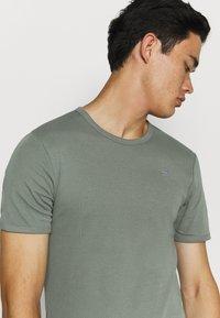 G-Star - BASE 2 PACK  - Basic T-shirt - light building - 3