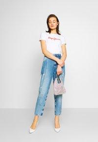 Pepe Jeans - BAMBIE - T-shirt z nadrukiem - optic white - 1