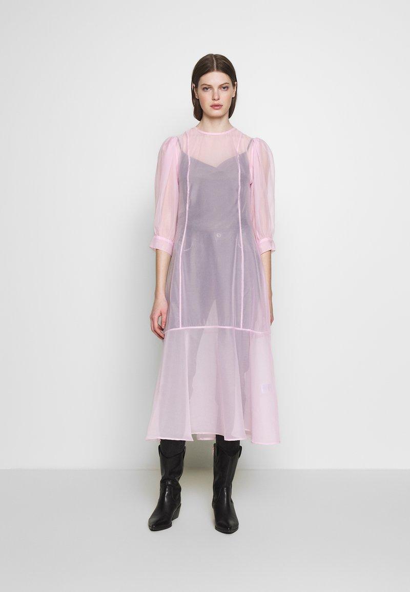 Weekday - VANESSA DRESS - Denní šaty - pink light