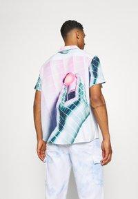PRAY - VORTEX SHIRT UNISEX - Print T-shirt - multicoloured - 2