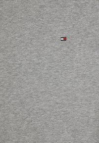 Tommy Hilfiger - STRETCH SLIM FIT TEE - Jednoduché triko - medium grey heather - 4
