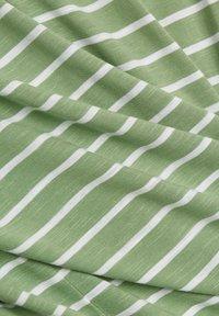 Esprit - Print T-shirt - leaf green - 7