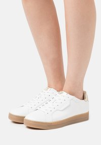 MICHAEL Michael Kors - KEATING LACE UP - Trainers - optic white/plain gold - 0