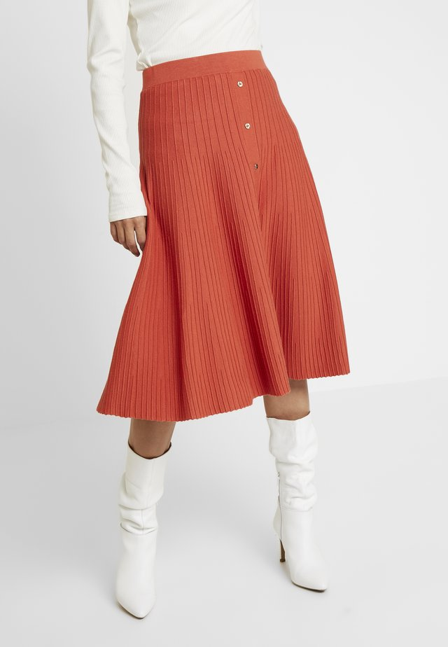 SKIRT WITH BUTTONS - Spódnica trapezowa - reds