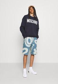 MOSCHINO - TROUSERS - Denim shorts - fantasy blue - 5