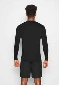 Calvin Klein Golf - BASE LAYER WITH PRINTED CK LOGO - T-shirt à manches longues - black - 2