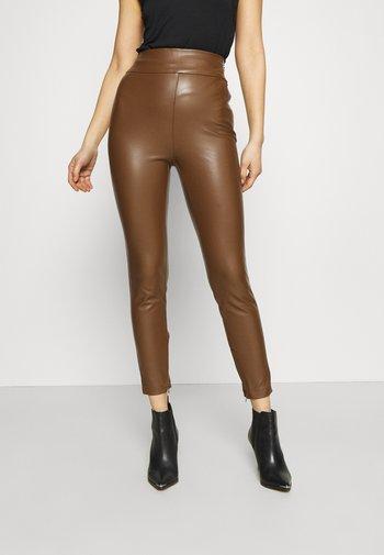 PRISCILLA  - Leggings - Trousers - brown leaf