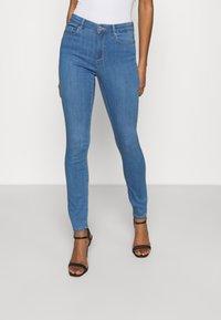 ONLY - ONLGLOBAL MID BOX - Jeans Skinny Fit - light blue denim - 0
