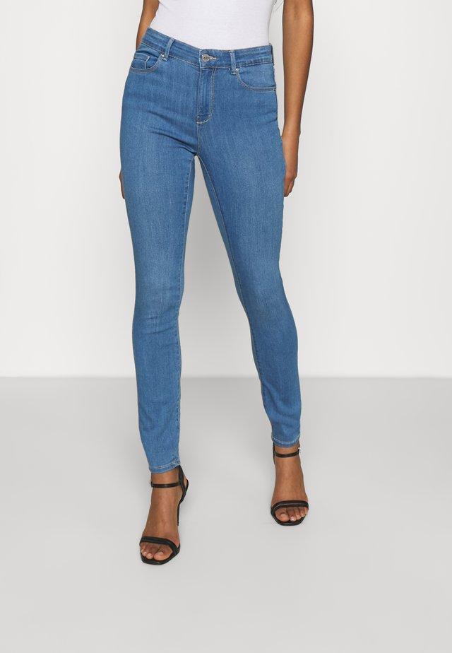 ONLGLOBAL MID BOX - Skinny džíny - light blue denim