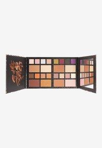 Makeup Revolution - REVOLUTION X DC UNIVERSE LARGE PALETTE - Eyeshadow palette - dc universe - 0