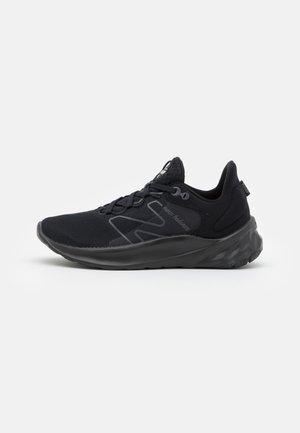 ROAV - Zapatillas de running neutras - black