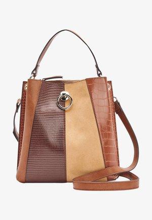 BUCKET BAG - Handbag - tan