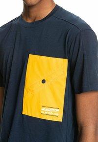 Quiksilver - Print T-shirt - navy blazer - 4