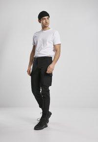 Urban Classics - Cargo trousers - black - 1
